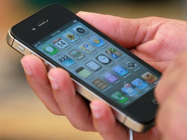 انفجار هاتف آيفون 5 سي يتسبب في إصابة طالبة بحروق