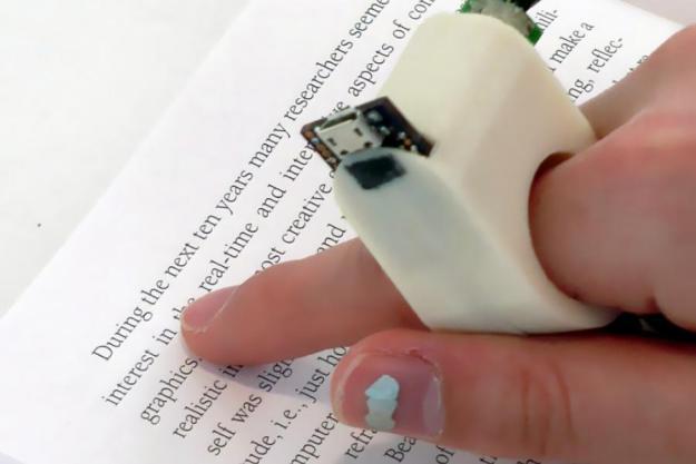 FingerReader .. جهاز يساعد المكفوفين على القراءة دون برايل