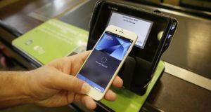 خدمة Apple Pay في طريقها للإطاحة بمنصات الدفع الأخرى
