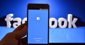 فيسبوك سببا في استهلاك عمر البطارية