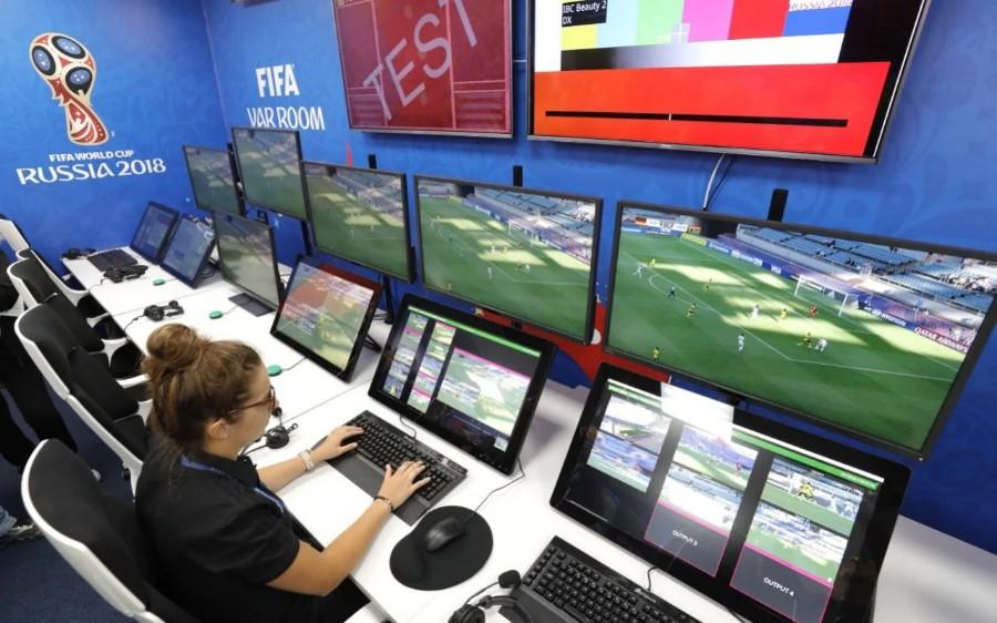ما هي تقنية حكم الفيديو المساعد وكيف تستخدم في كأس العالم 2018