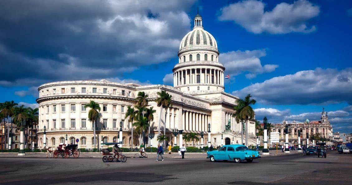 """دولة كوبا تبدأ رسميا وأخيرا إتاحة """"الإنترنت"""" بالهواتف للشعب!"""