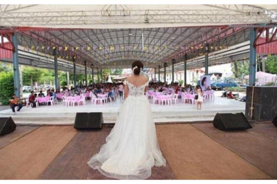 في بث مباشر على فيسبوك.. عروس تعتذر لضيوف زفافها بعد هرب العريس!