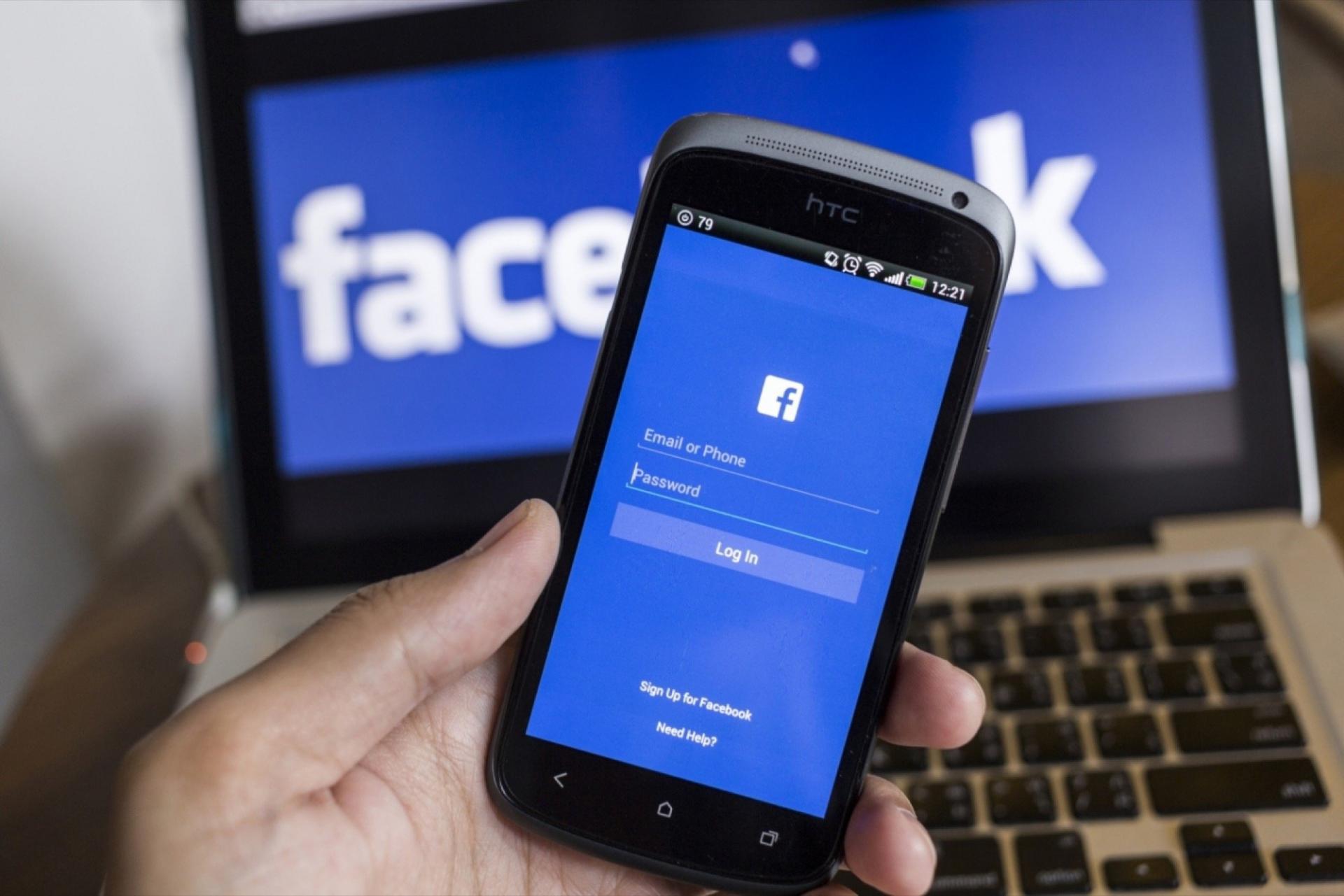 هل تصدر شركة فيسبوك هاتف ذكي قريباً ؟!