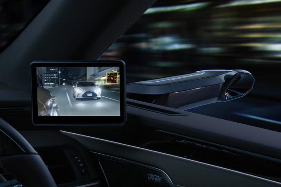 سيارة لكزس تستبدل المرايا الجانبية بالكاميرات