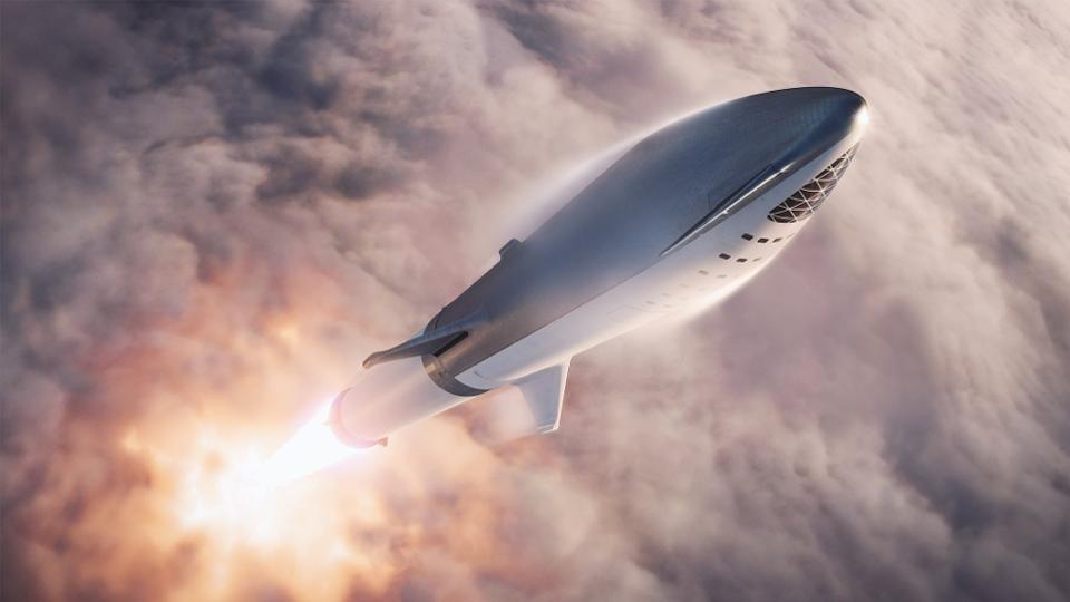 ملياردير ياباني سيطير إلى القمر على متن صاروخ إيلون ماسك