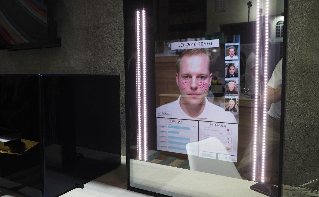 باناسونيك تعلن عن مرآة ذكية تحدد عيوب البشرة وتخفيها