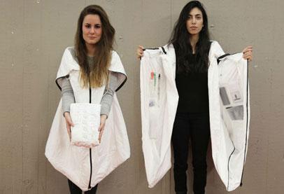 من أجل اللاجئين.. طلاب يبتكرون معطف يتحول إلى خيمة تأوي 4 أشخاص
